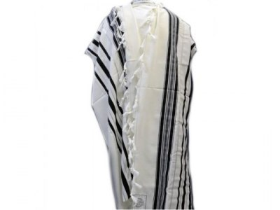 What is the Difference between Tallit and Tzitzit?
