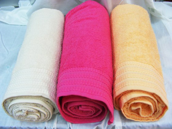 Buy Pinat Eden Embroidered with Love Bath Towels - 480g in Cream, Fushia, Peach